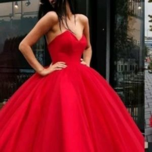 Dresses & Skirts - Beautiful Modern Sweetheart Neckline Gown